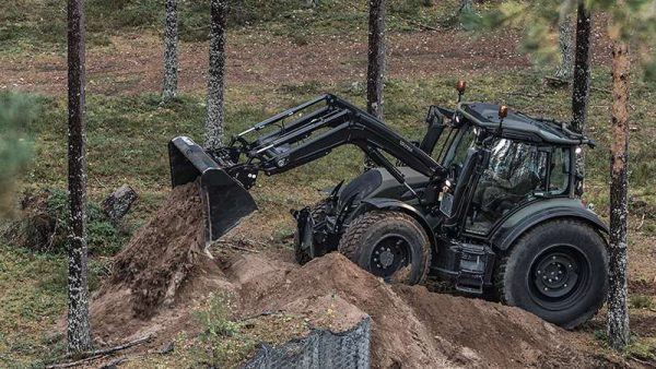valtra-n4-series-tractor-unlimited-defence-frontloader