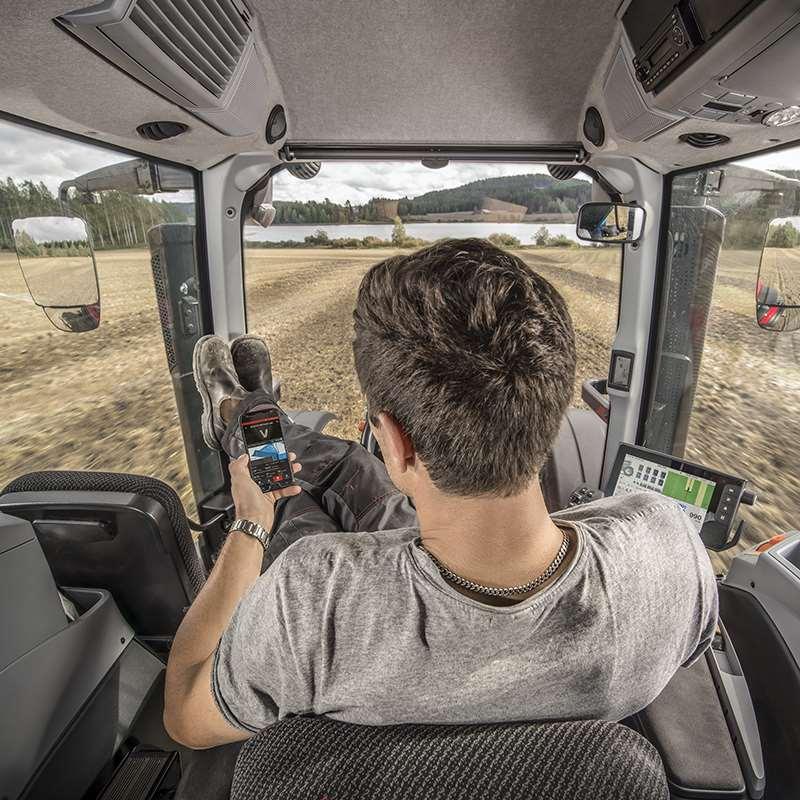 valtra-smartfarming-mainvisual-cab